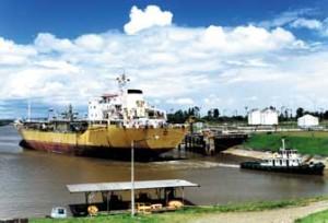 Química e Derivados: Transporte: Navio especial sai de Santa Clara com carga quimica.