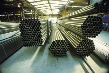 Química e Derivados: Tubos: Tubos de aço inox com solda longitudinal sem adicionar material.