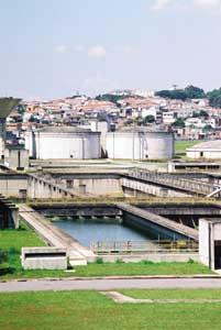 Química e Derivados: Efluentes: O governo prometeu R$ 6 bi para obras de saneamento em 2004. ©QD Foto - Cuca Jorge