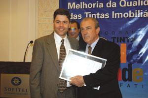 Química e Derivados: Tintas: Cenachi recebeu prêmio pela Renner. ©QD Foto - Divulgação