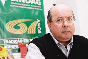 Química e Derivados: Defensivos: Da Ros -  exportações registram US$ 380 milhões em 2003. ©QD Foto - Cuca Jorge