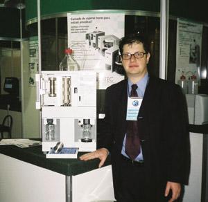 Química e Derivados: Cromatografia: Marc Y. Chalom promoveu o ASE o extrator veloz. ©QD