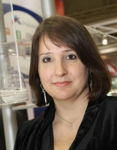 Revista Química e Derivados - Alessandra Guerra, gestora de marketing da Química Anastácio, fármacos
