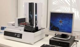 Revista Química e Derivados, Robô 769A prepara amostras antes dos instrumentos