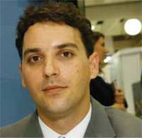 Química e Derivados, Francisco Santin de Souza, coordenador de pesquisa e inovação da Cosmotec Especialidades Químicas, de São Paulo, representante da James Robinson, fabricante de pigmentos da Inglaterra, Cosméticos - Tinturas - Europa começa a banir pigmentos irritativos a Brasil deve seguir medida