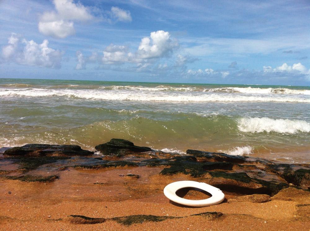 Química e Derivados, Flagra na praia de Jatiúca em Maceió-AL, uma das dez piores cidades do país em saneamento: imprópria para banho