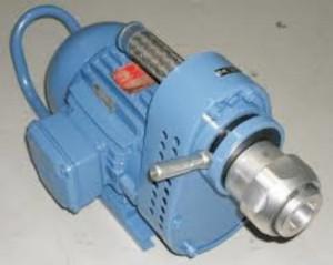 Química e Derivados, Motor elétrico, responsável pelo acionamento do chicote, que gira o raspador mecânico (roseta)