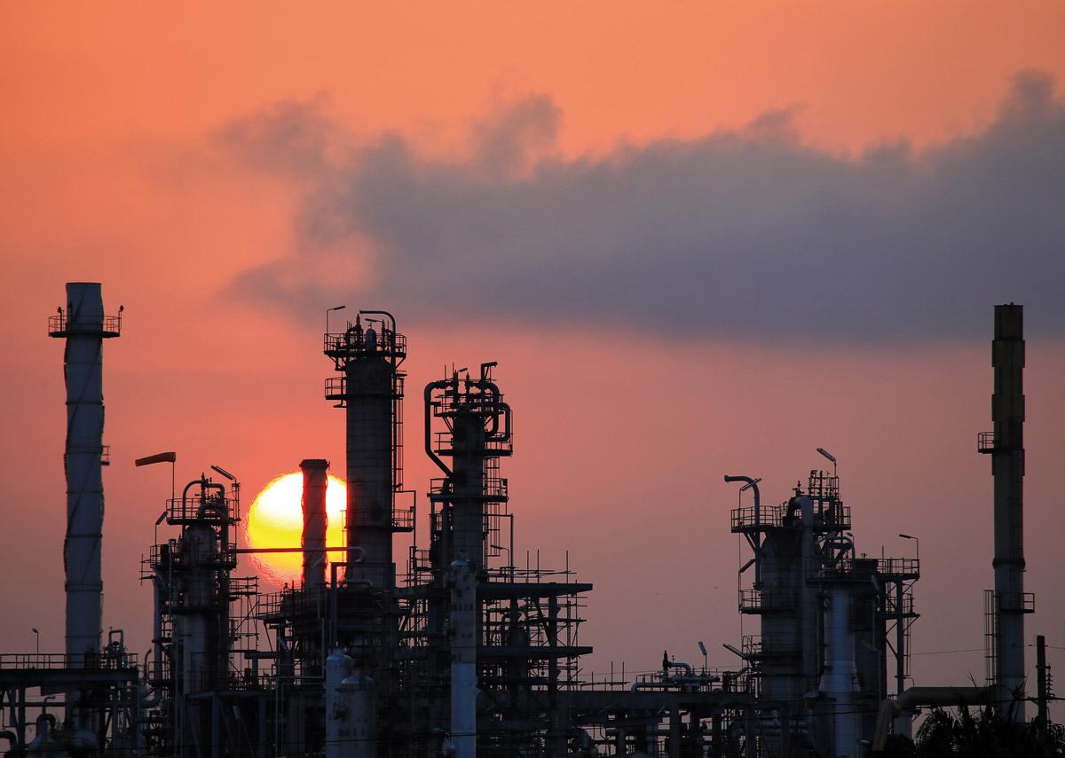 Química e Derivados, Perspectivas 2016 - Indústria química: Matérias-primas baratas e taxa cambial ajudam, mas incertezas locais travam novos projetos
