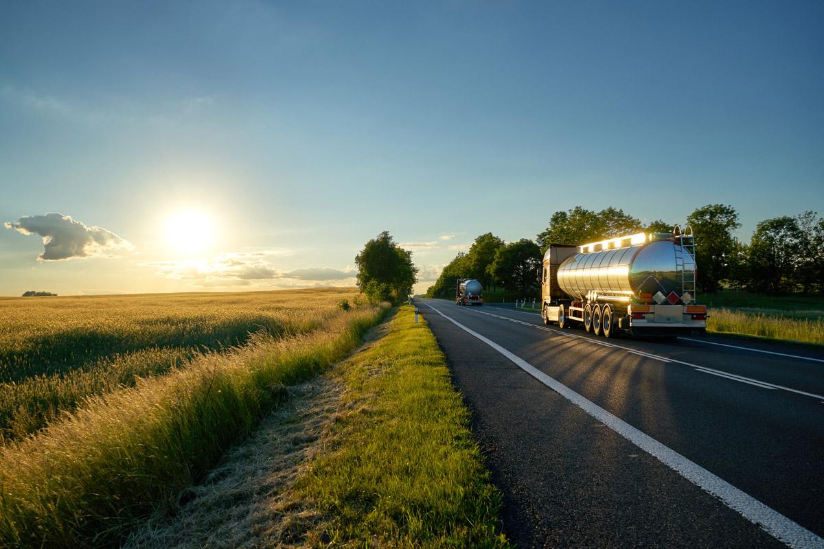 Química e Derivados, O modal rodoviário ainda é predominante no transporte químico